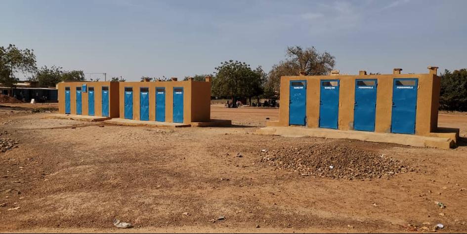 12 toiletten, inclusief handenwasgelegenheid